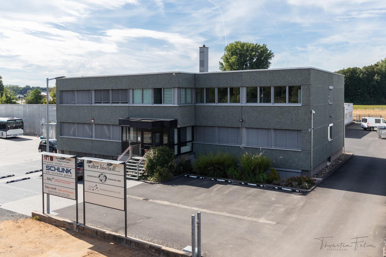 Hochstativaufnahme des Gebäudekomplexes, in dem sich unser Büro und Fotostudio befinden.