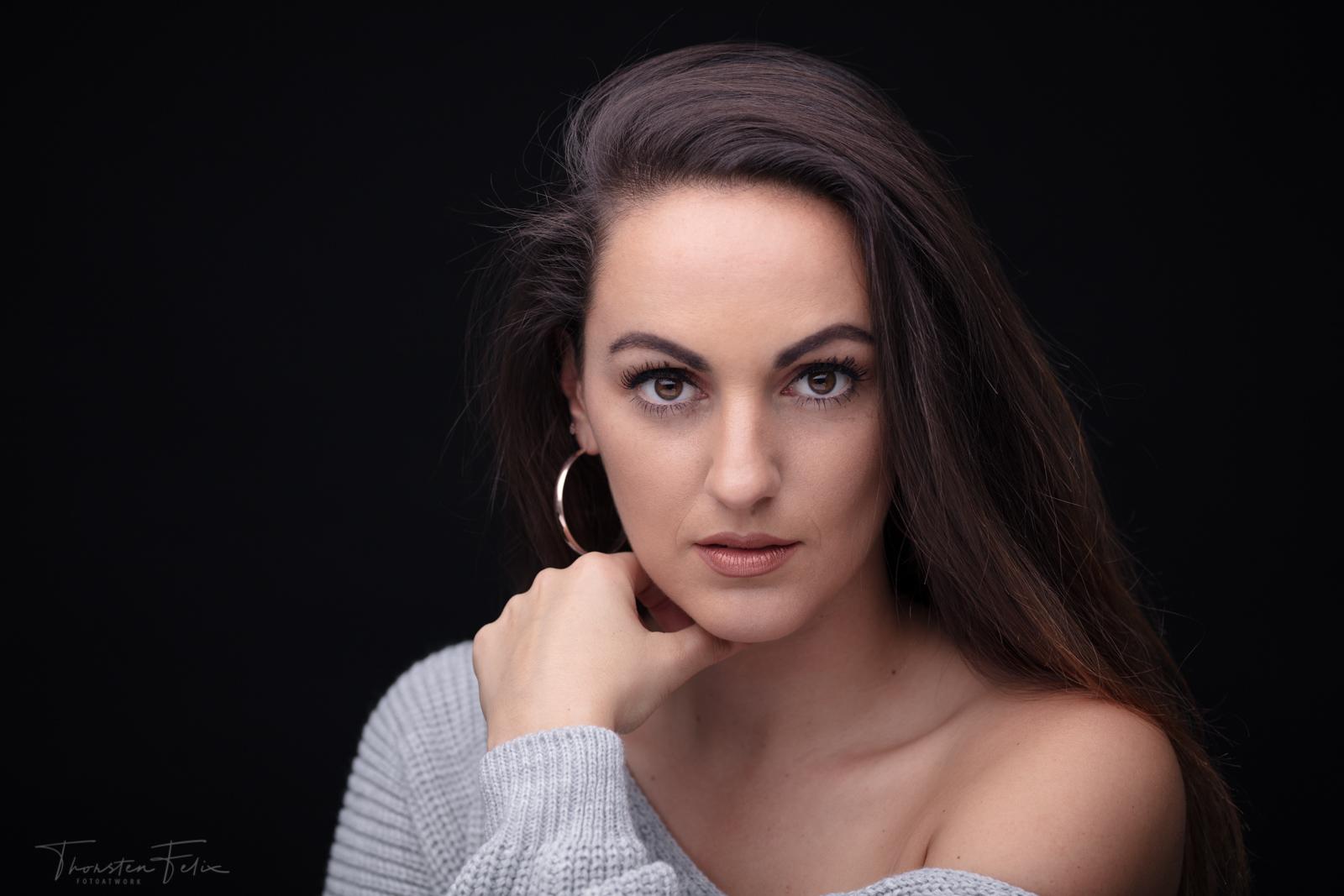 Studio Beautyportrait mit nur einer Lichtquelle