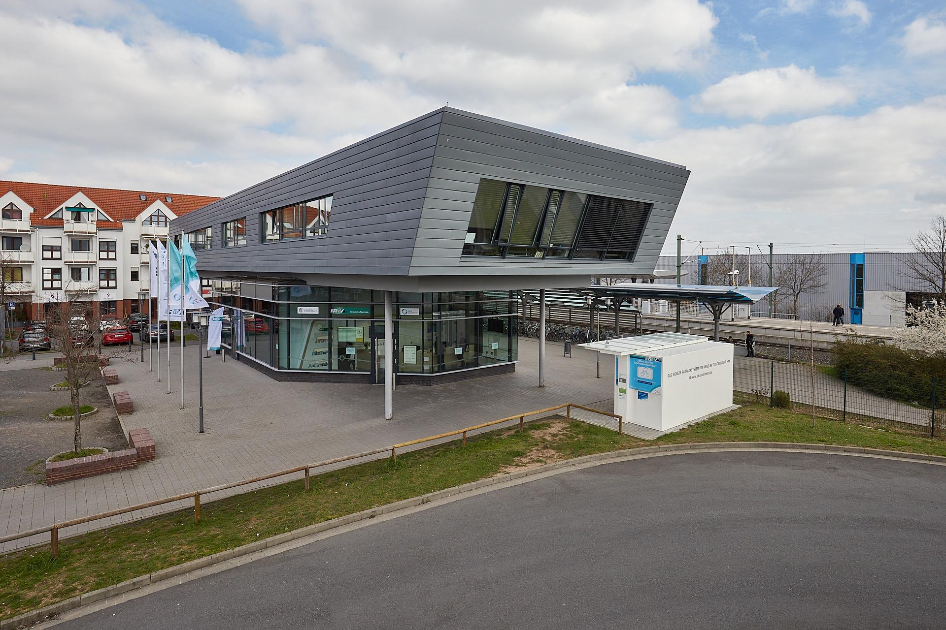 Hochstativaufnahme RMV Mobilitätszentrale in Dietzenbach